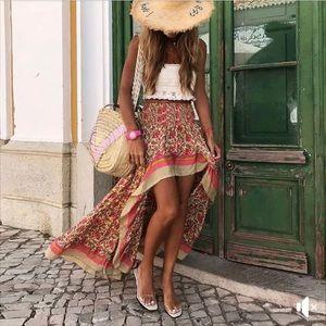 Dresses & Skirts - Beautiful floral skirt